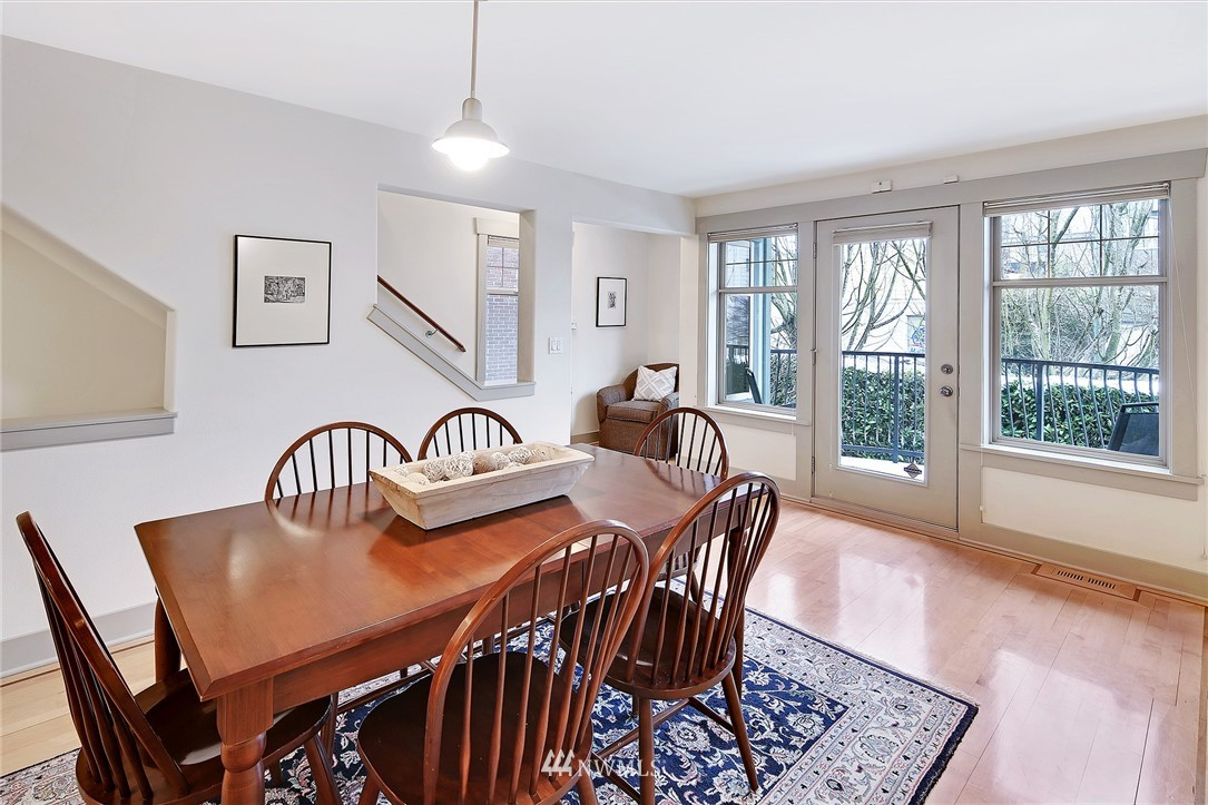 Sold Property   4423 Phinney Avenue N #F Seattle, WA 98103 8