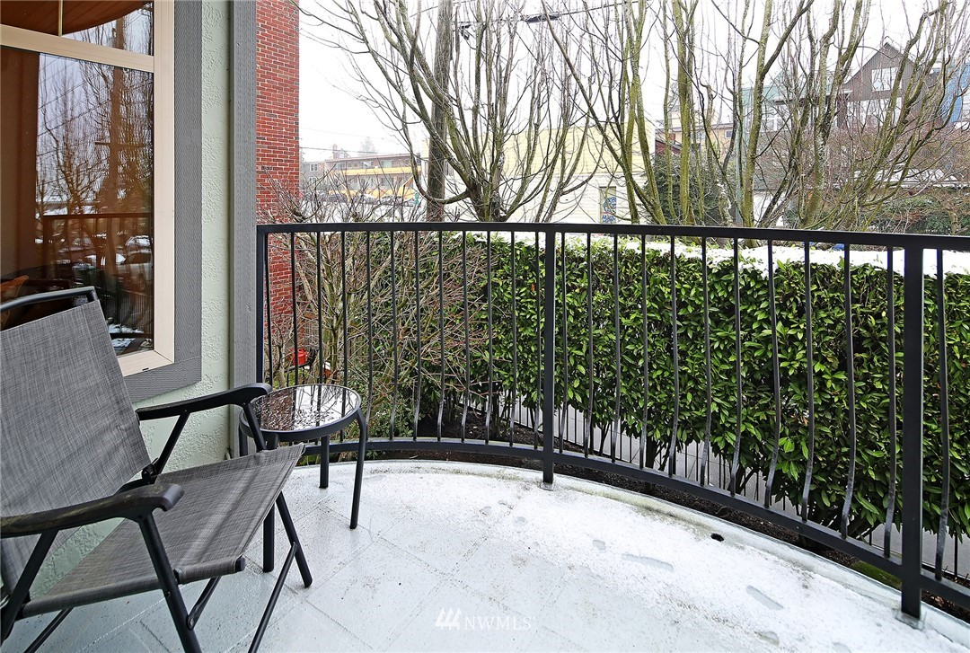 Sold Property   4423 Phinney Avenue N #F Seattle, WA 98103 23