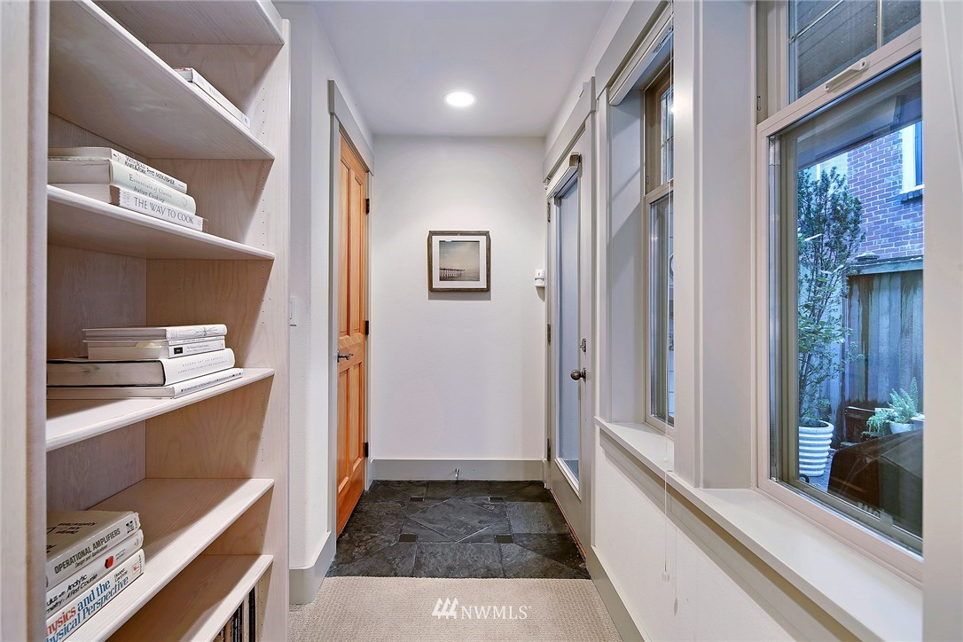 Sold Property   4423 Phinney Avenue N #F Seattle, WA 98103 20