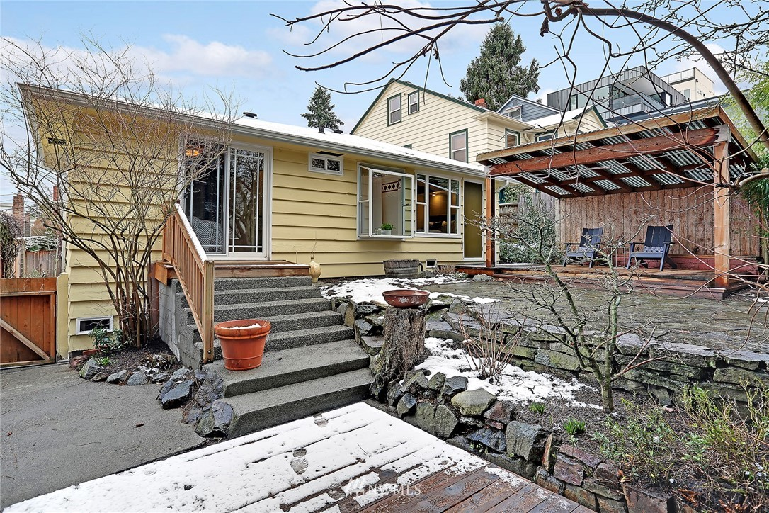 Sold Property   225 NW 49th Street Seattle, WA 98107 15