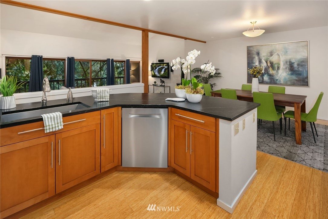 Sold Property   4920 NE 180th Street Lake Forest Park, WA 98155 10