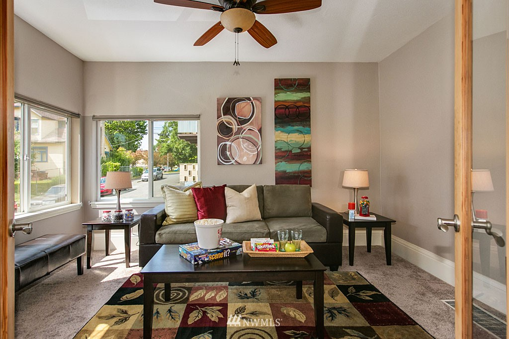 Sold Property | 112 28th Avenue S Seattle, WA 98144 4