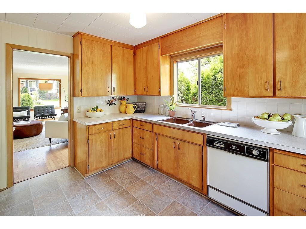 Sold Property | 9110 25 Avenue NE Seattle, WA 98115 4