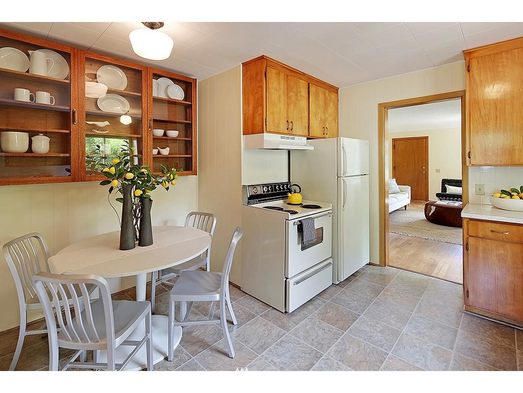 Sold Property | 9110 25 Avenue NE Seattle, WA 98115 5