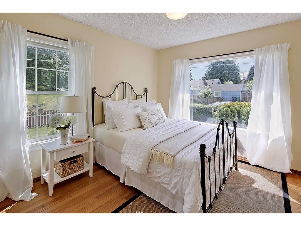 Sold Property | 9110 25 Avenue NE Seattle, WA 98115 6