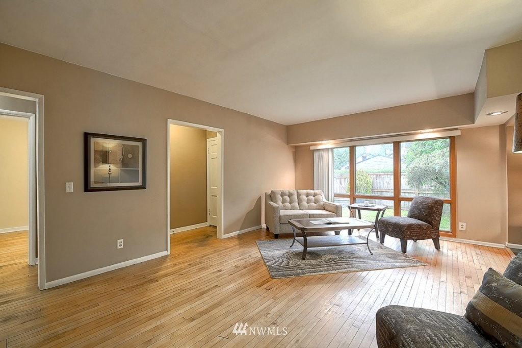 Sold Property | 14015 Interlake Avenue N Seattle, WA 98133 4