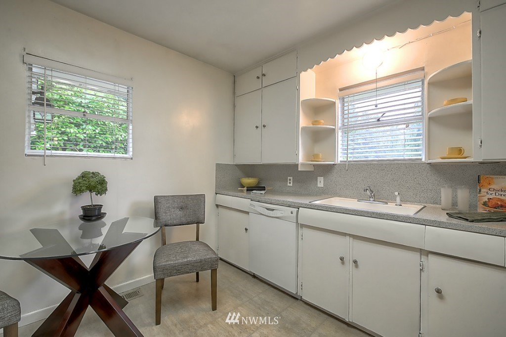 Sold Property | 14015 Interlake Avenue N Seattle, WA 98133 6