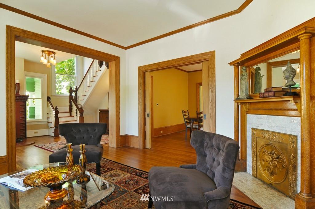 Sold Property | 722 12th Avenue E Seattle, WA 98102 3