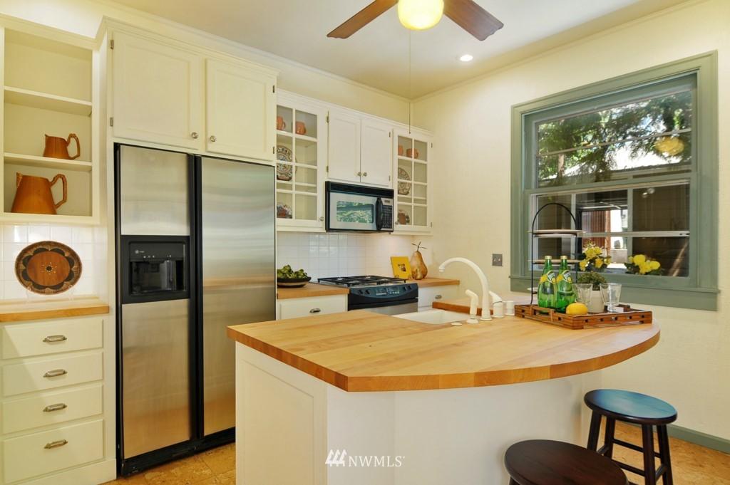 Sold Property | 722 12th Avenue E Seattle, WA 98102 4
