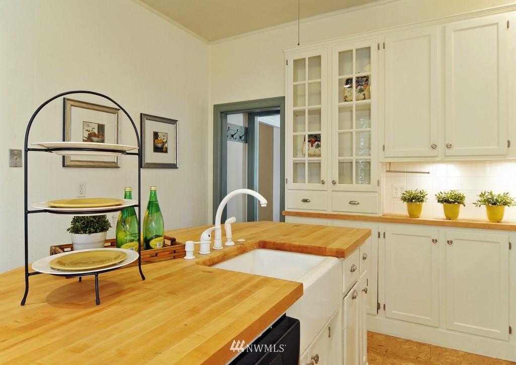 Sold Property | 722 12th Avenue E Seattle, WA 98102 5