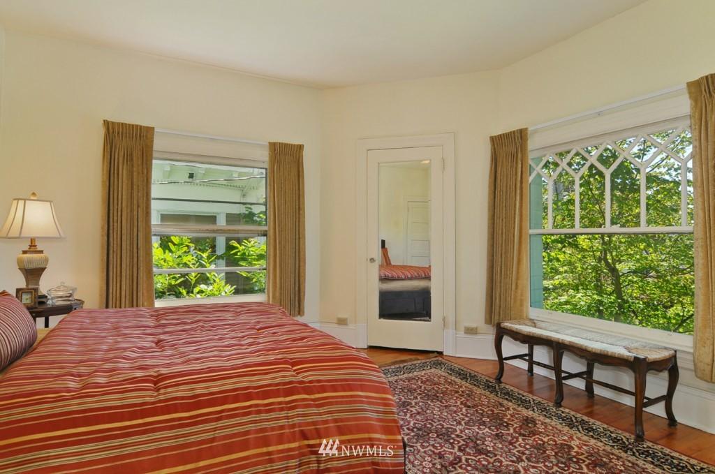 Sold Property | 722 12th Avenue E Seattle, WA 98102 7