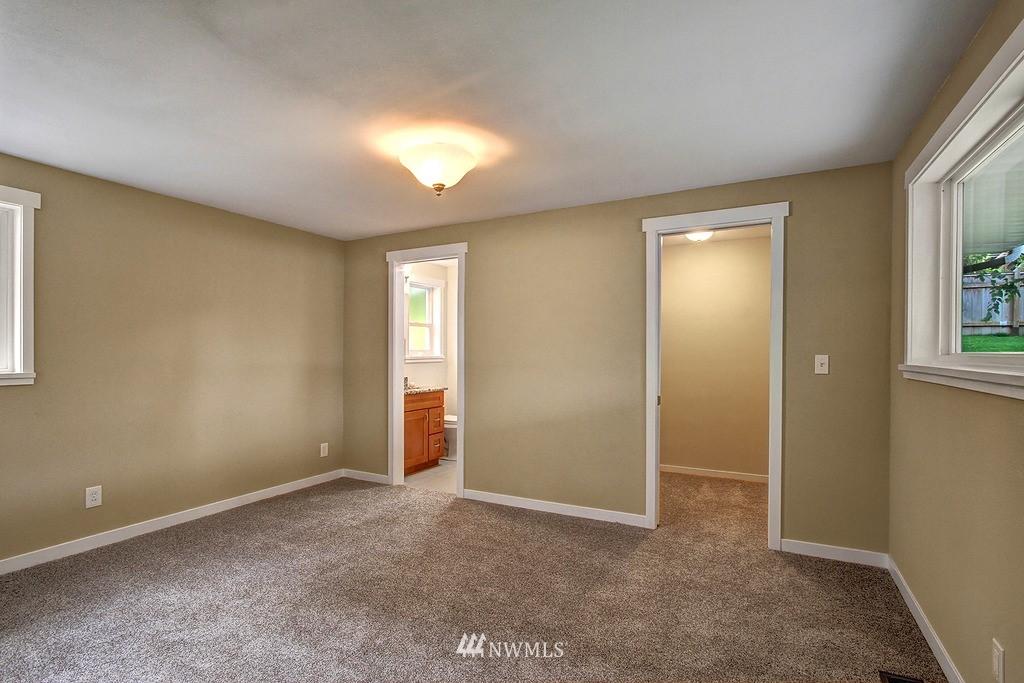 Sold Property   9110 1st Avenue NE Seattle, WA 98115 7