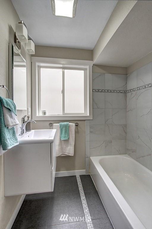 Sold Property   9110 1st Avenue NE Seattle, WA 98115 12