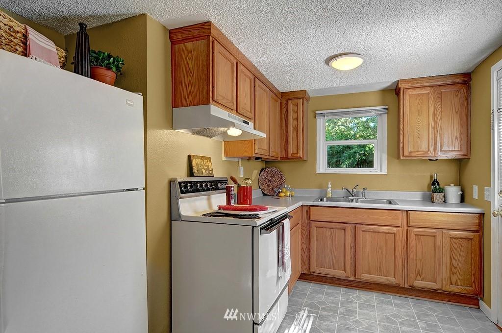 Sold Property | 511 NE 174th Street Shoreline, WA 98155 3