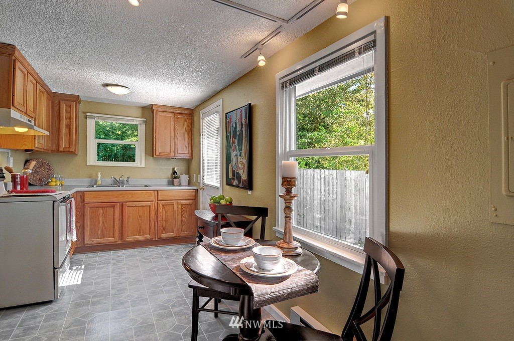 Sold Property | 511 NE 174th Street Shoreline, WA 98155 8