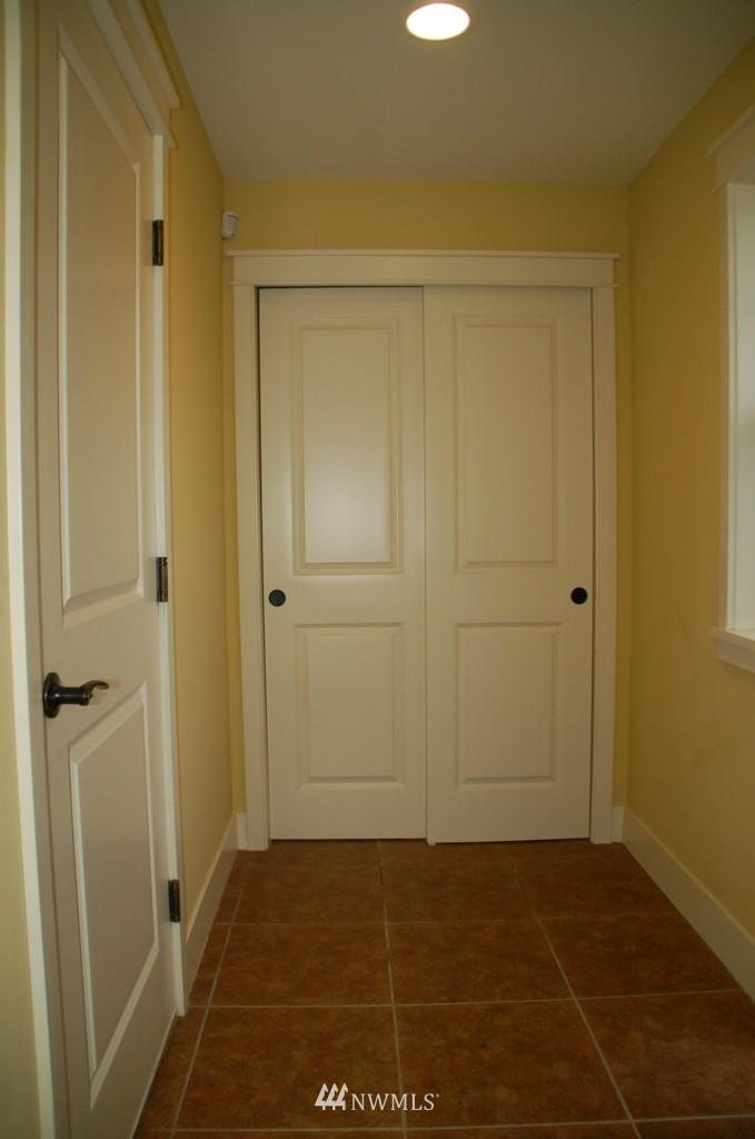 Sold Property | 6737 24th Avenue NW #B Seattle, WA 98117 4