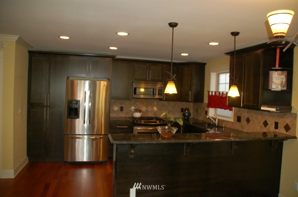 Sold Property | 6737 24th Avenue NW #B Seattle, WA 98117 5