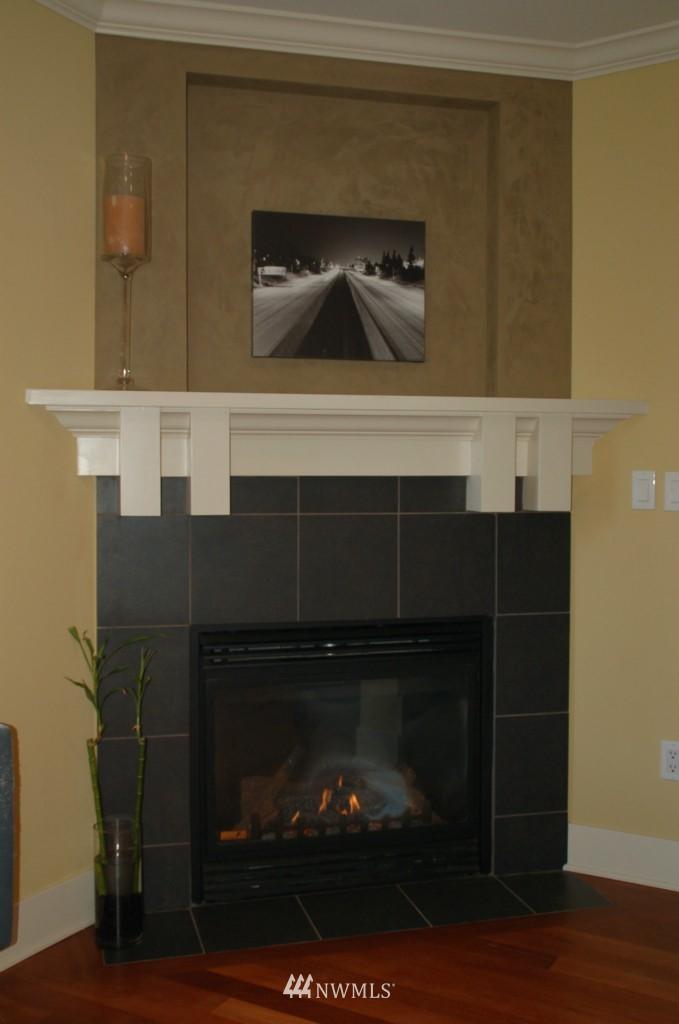 Sold Property | 6737 24th Avenue NW #B Seattle, WA 98117 8