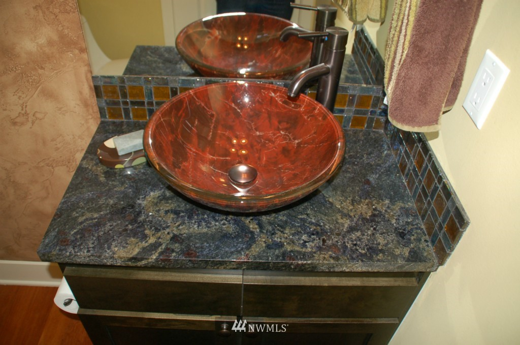 Sold Property | 6737 24th Avenue NW #B Seattle, WA 98117 9