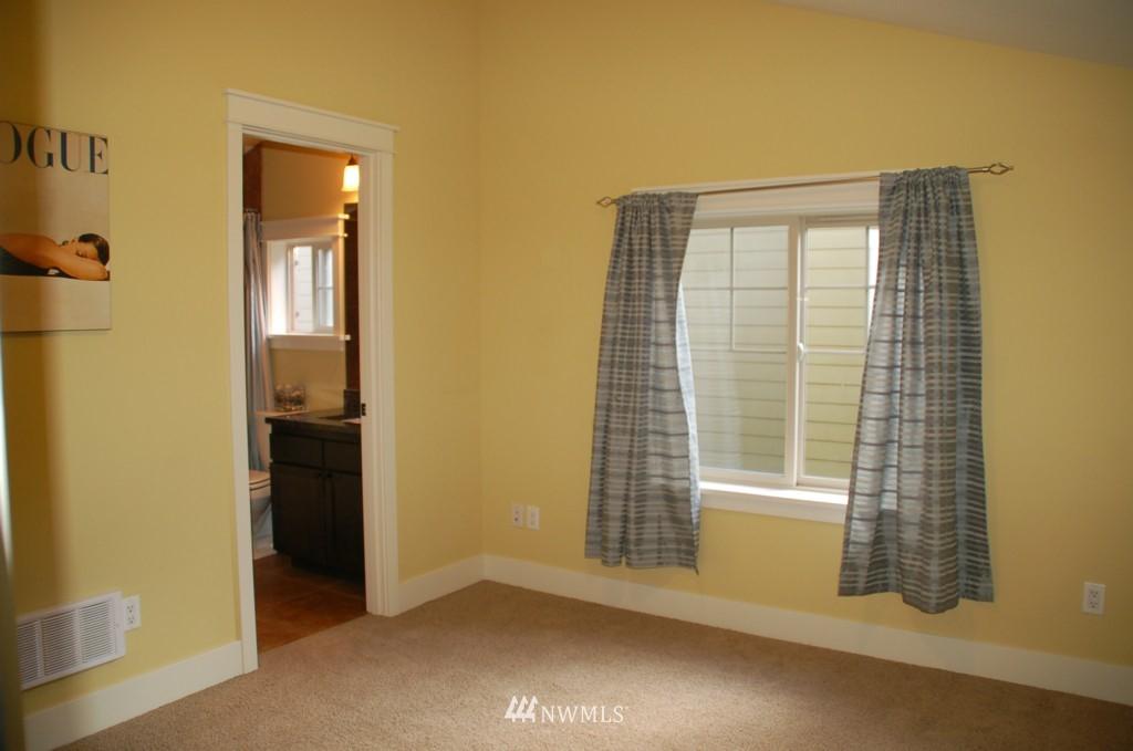 Sold Property | 6737 24th Avenue NW #B Seattle, WA 98117 10
