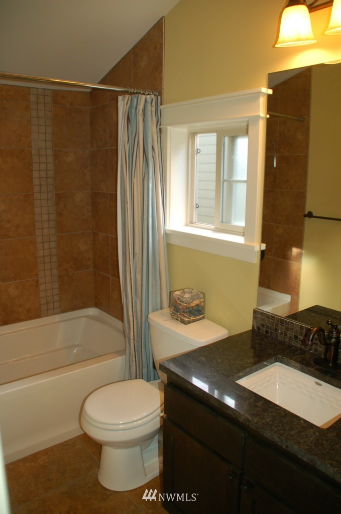 Sold Property | 6737 24th Avenue NW #B Seattle, WA 98117 11