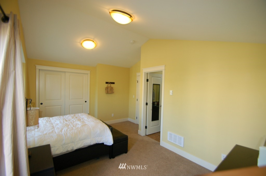 Sold Property | 6737 24th Avenue NW #B Seattle, WA 98117 14