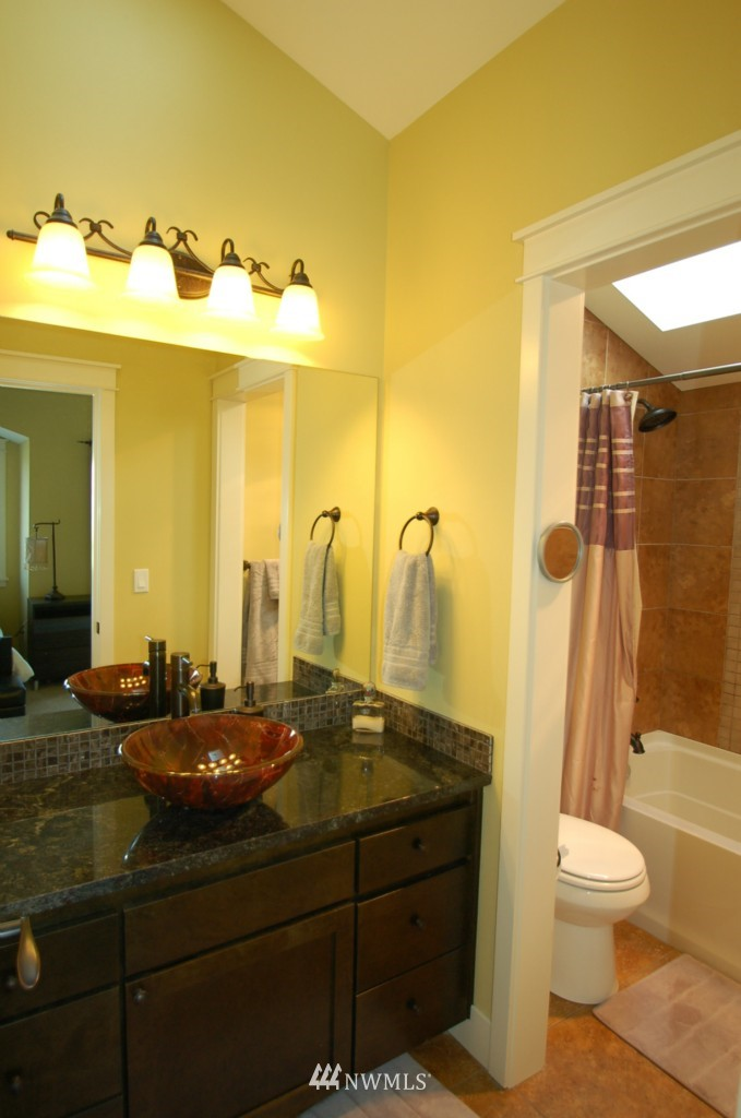 Sold Property | 6737 24th Avenue NW #B Seattle, WA 98117 15
