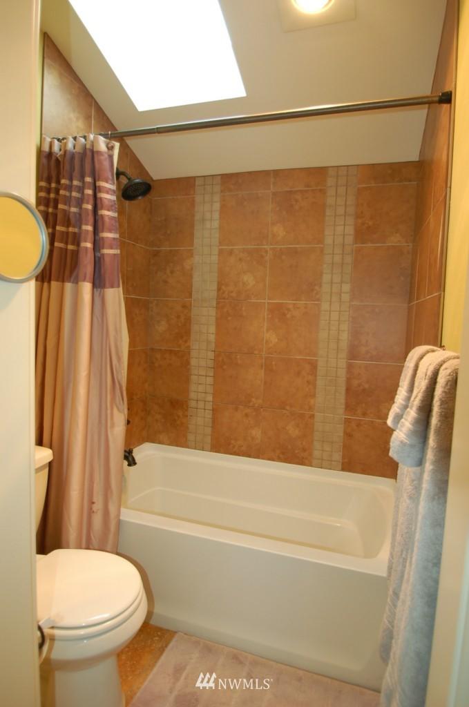 Sold Property | 6737 24th Avenue NW #B Seattle, WA 98117 16