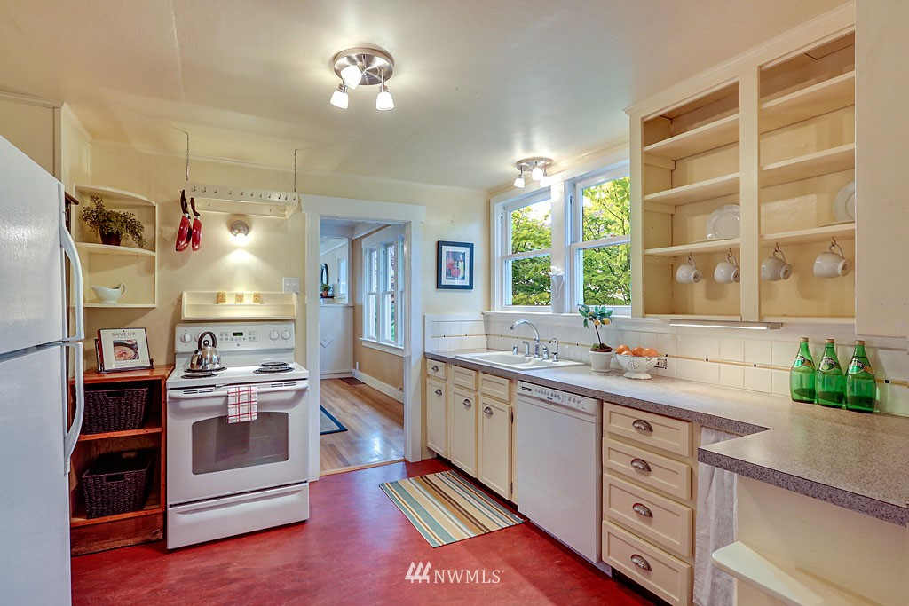Sold Property | 6712 Cleopatra Place NW Seattle, WA 98117 5