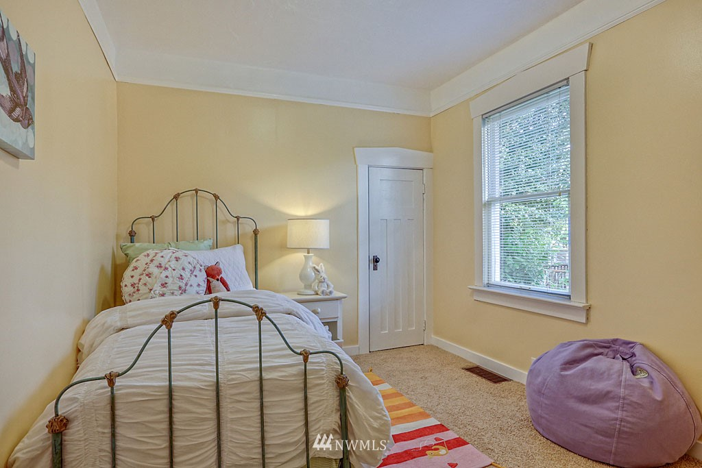 Sold Property | 6712 Cleopatra Place NW Seattle, WA 98117 8