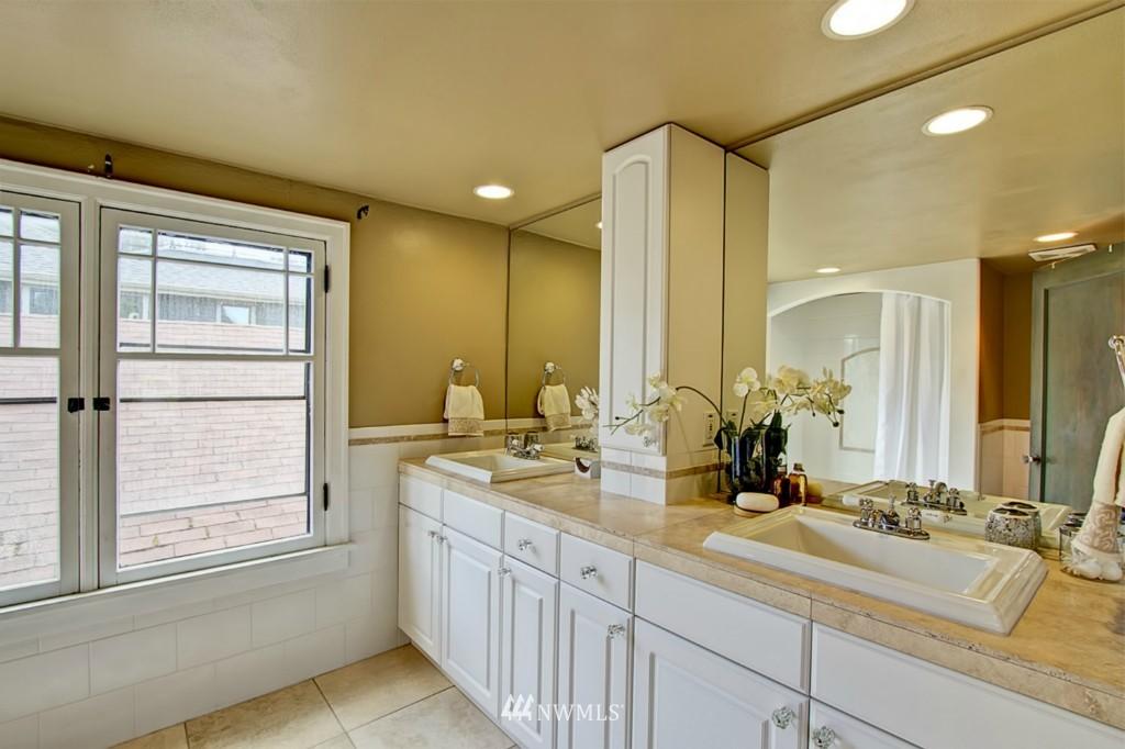 Sold Property | 109 NE 52nd Street Seattle, WA 98105 7