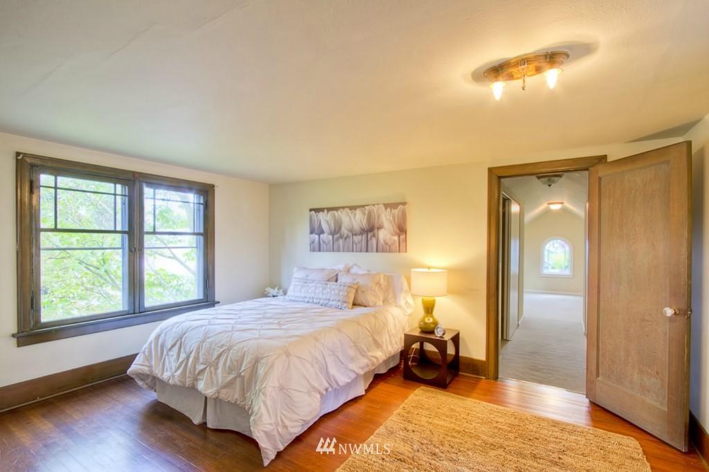 Sold Property | 109 NE 52nd Street Seattle, WA 98105 8