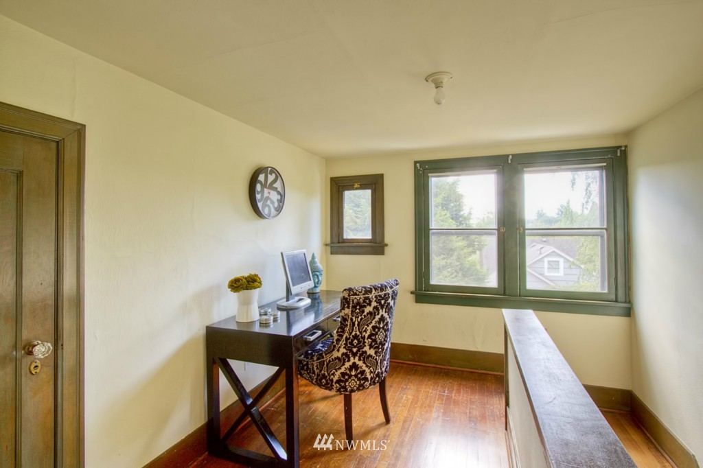 Sold Property | 109 NE 52nd Street Seattle, WA 98105 9