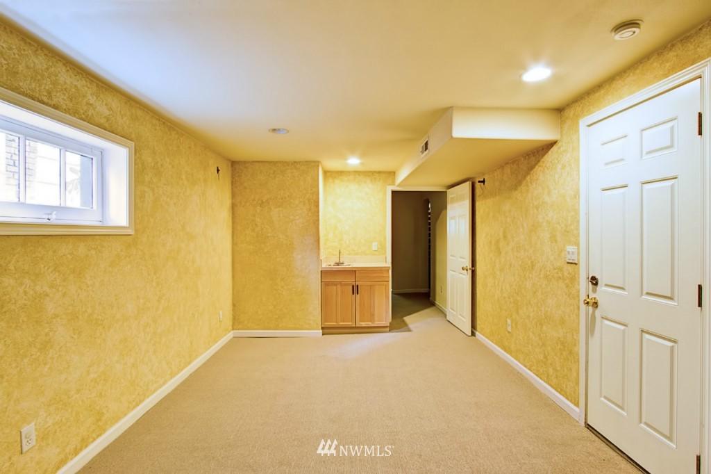 Sold Property | 109 NE 52nd Street Seattle, WA 98105 11
