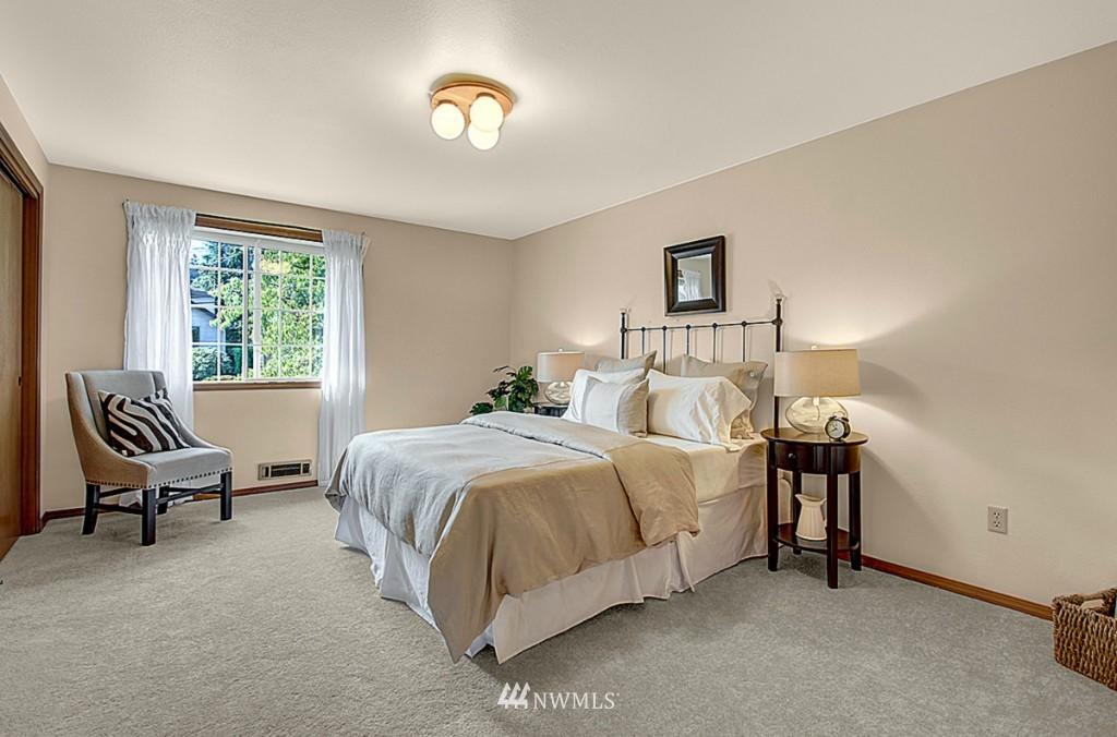 Sold Property   6212 39th Avenue NE Seattle, WA 98115 8