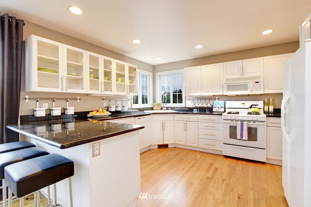 Sold Property   2424 S Ferdinand Street Seattle, WA 98108 4