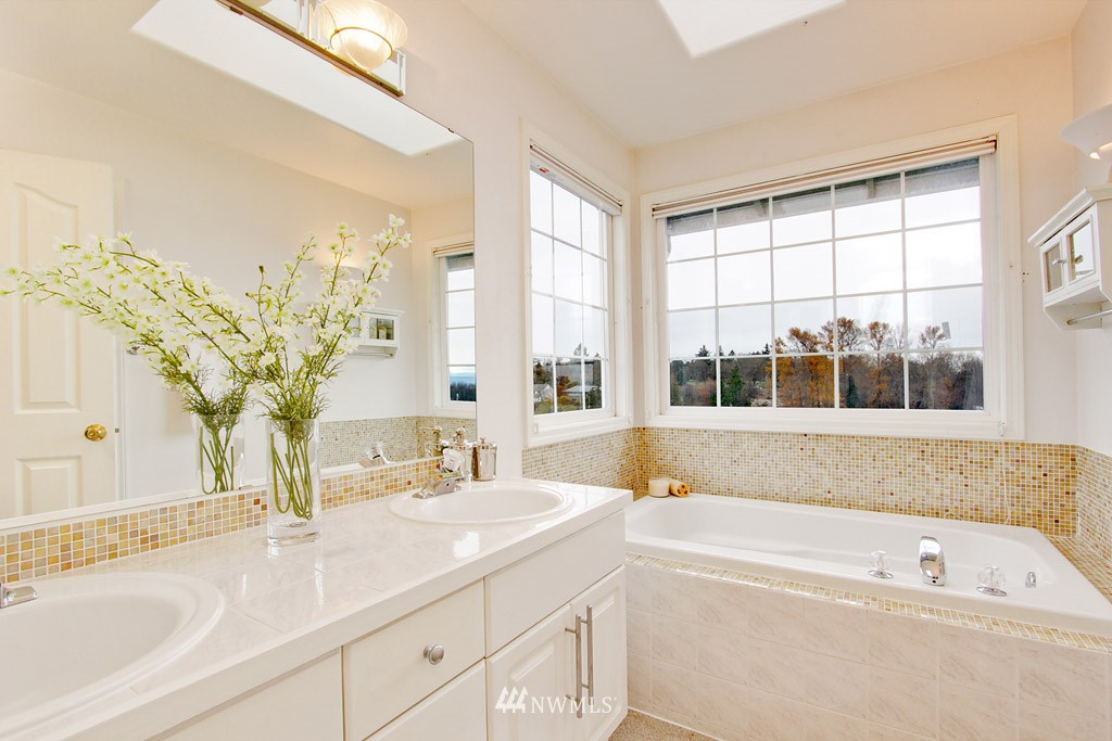 Sold Property   2424 S Ferdinand Street Seattle, WA 98108 9