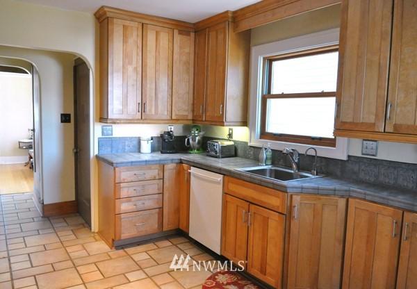 Sold Property | 140 NE 63rd Street Seattle, WA 98115 4