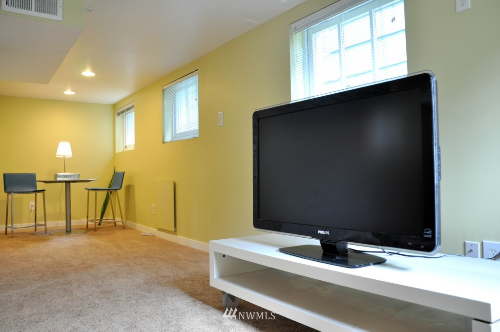 Sold Property | 140 NE 63rd Street Seattle, WA 98115 13