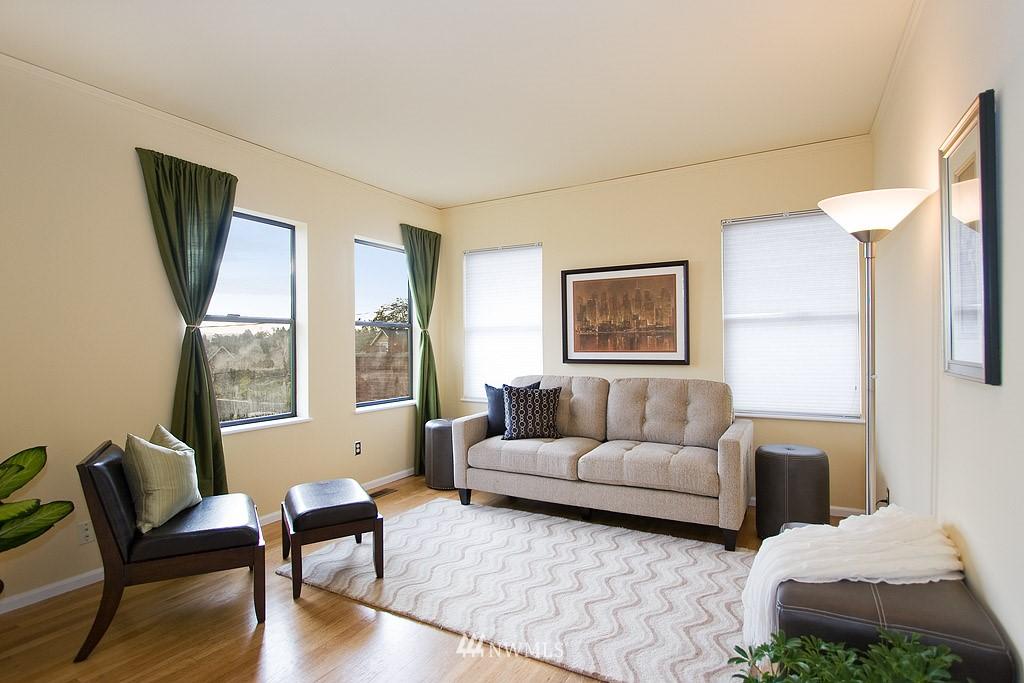 Sold Property | 2449 E Aloha Street Seattle, WA 98112 4