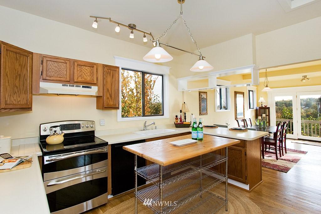 Sold Property | 2449 E Aloha Street Seattle, WA 98112 5