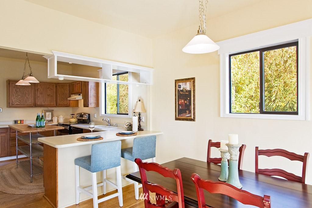 Sold Property | 2449 E Aloha Street Seattle, WA 98112 6