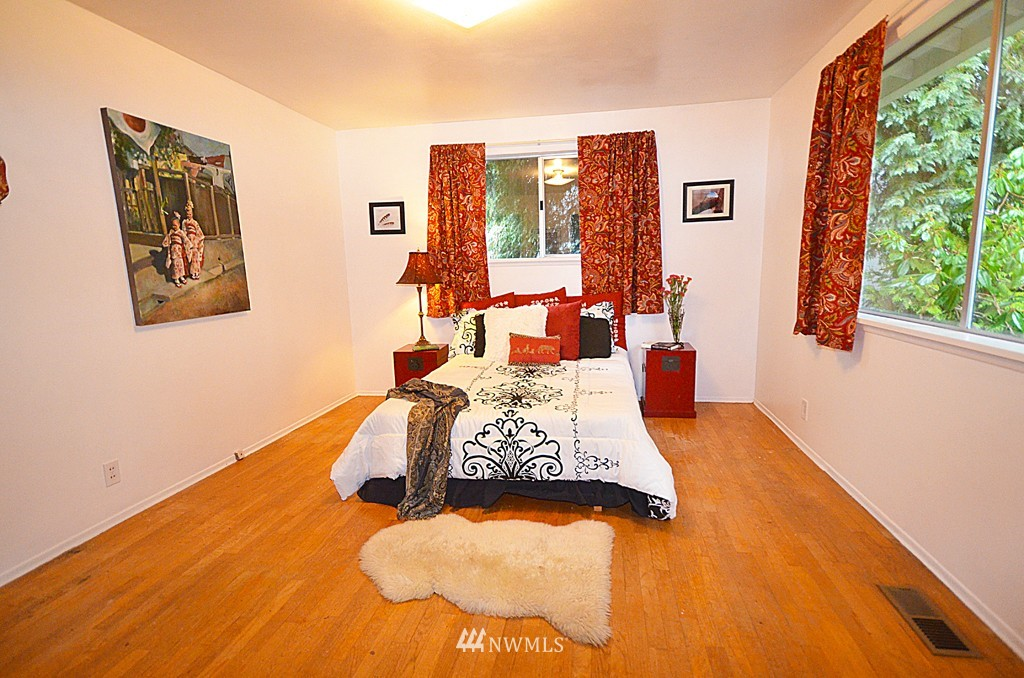 Sold Property   816 NE 98th Street Seattle, WA 98115 4