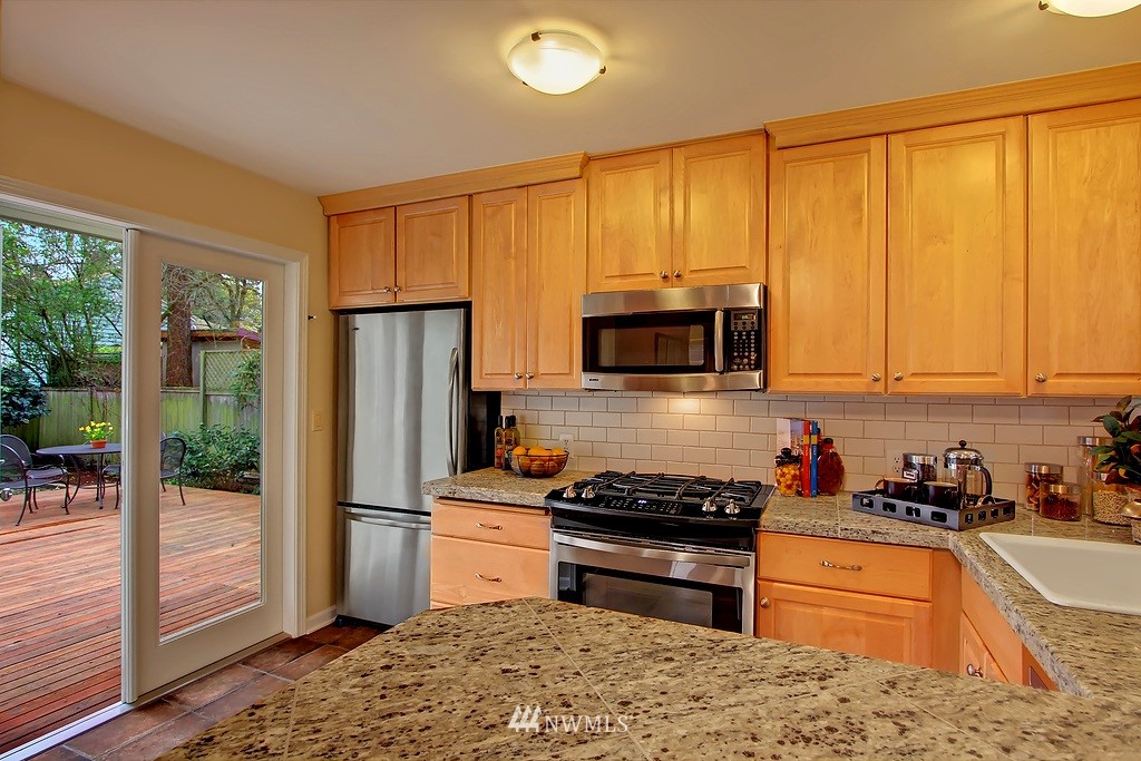 Sold Property | 3133 NE 84th Street Seattle, WA 98115 4