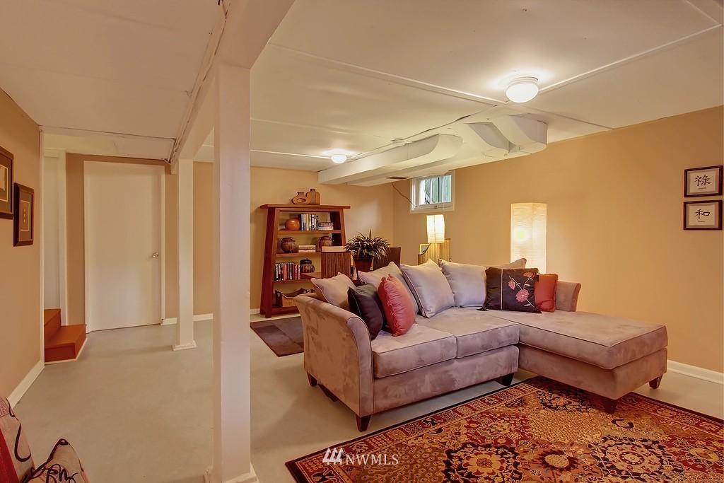 Sold Property | 3133 NE 84th Street Seattle, WA 98115 10