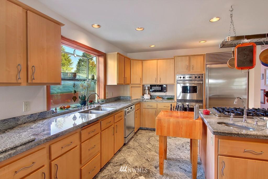 Sold Property | 11270 Marine View Drive SW Seattle, WA 98146 3