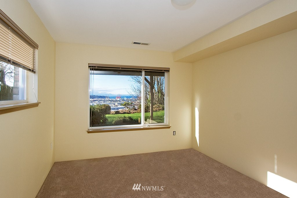 Sold Property   4405 Powell Place S Seattle, WA 98108 10
