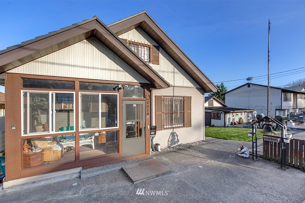 Sold Property | 3310 25th Avenue S Seattle, WA 98144 13