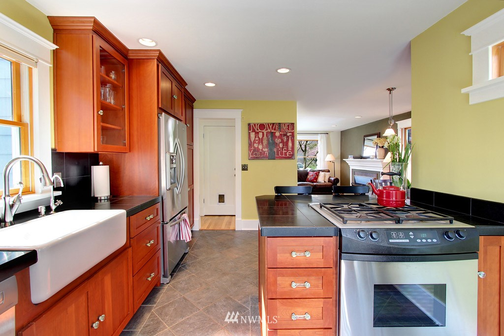 Sold Property   8222 Corliss Avenue N Seattle, WA 98103 5