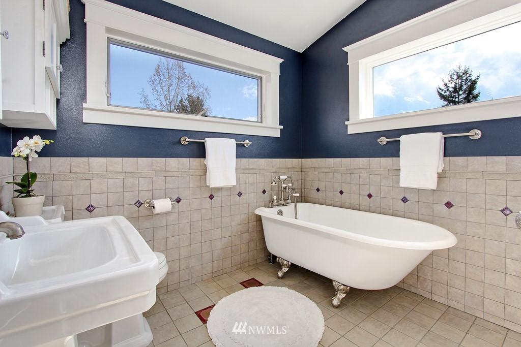 Sold Property   8222 Corliss Avenue N Seattle, WA 98103 10
